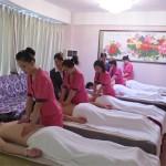 美容师培训班上的美容师为什么要练习力度与流程